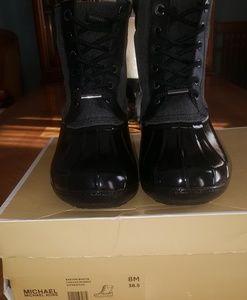 WOMEN'S BLACK SZ 8 MICHAEL KORS DUCK BOOTS